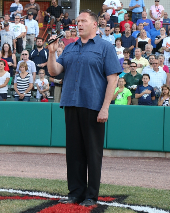 Army Veteran Shawn Morgan deliver an amazing national anthem performance on Veterans / Military Appreciation Night!